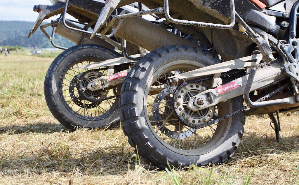 Jak dobrać opony do ciężkiego motocykla enduro?